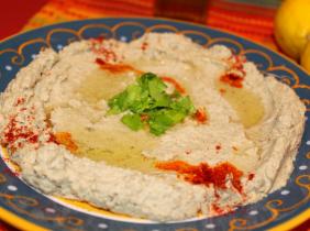 Foto: booheadswife på Flickr Smidig, dekadent aubergine i all sin glans är känd i arabvärlden som baba ghanoush.